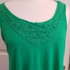 Sleeveless Crochet T-Shirt w/Keyhole Back